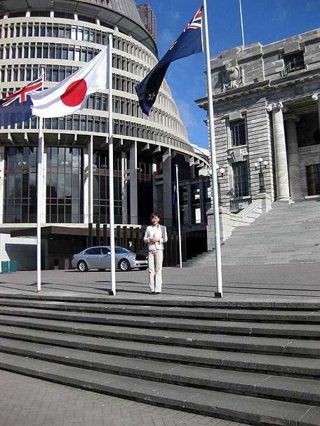 牧山ひろえ・ニュージーランド国旗と日本国旗